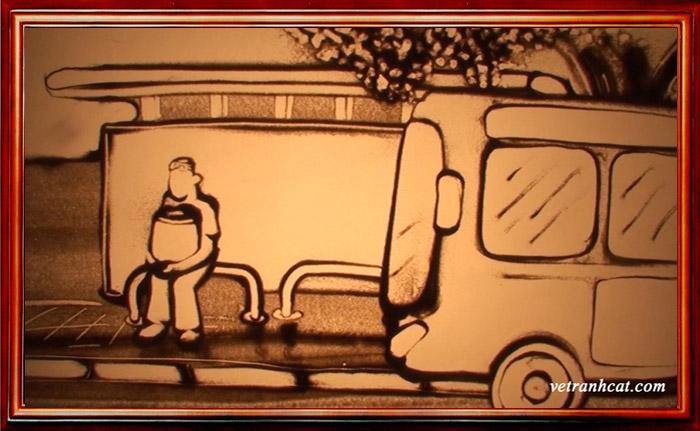 Chàng trai ngồi chờ bạn gái tại nhà chờ xe buýt